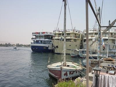 エジプト 2日目 ナイル川 クルーズ船.jpg