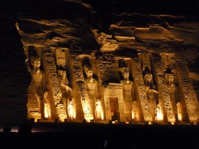 エジプト 5日目 アブシンベル神殿 ライトアップ 3.jpg